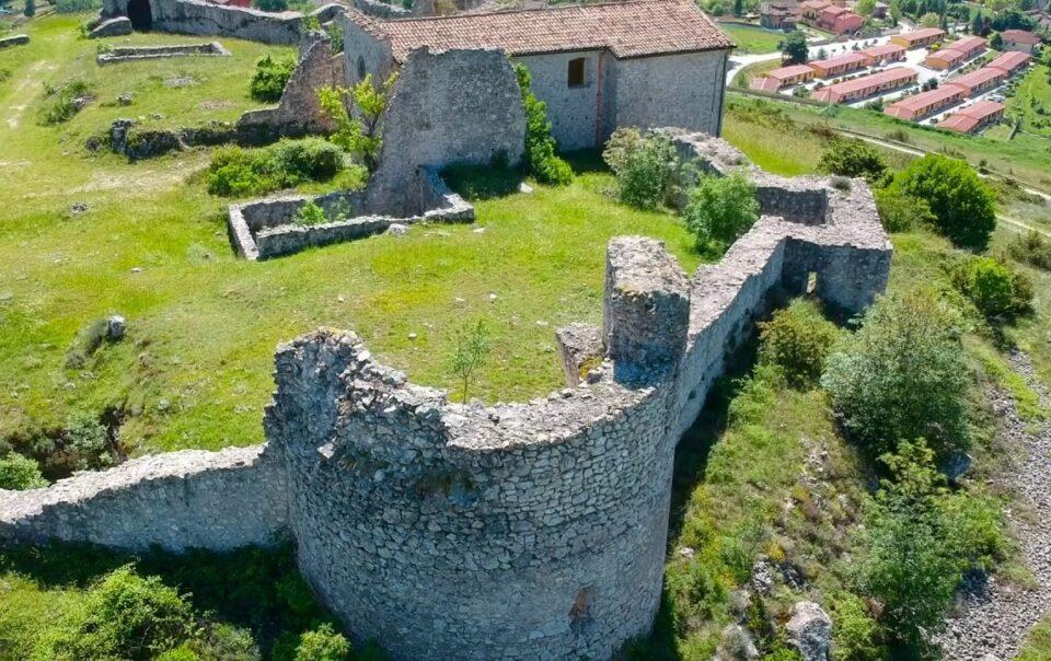 Castello di Sant'Eusanio Forconense