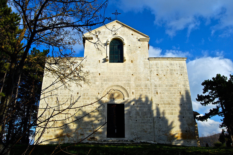 Chiesa_di_Santa_Maria_Assunta,_Bominaco